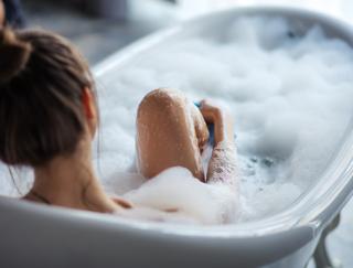 「やせる入浴」と「ぐっすり眠れる入浴」あなたはどっち? 美容と健康に効果的なお風呂の入り方2つ