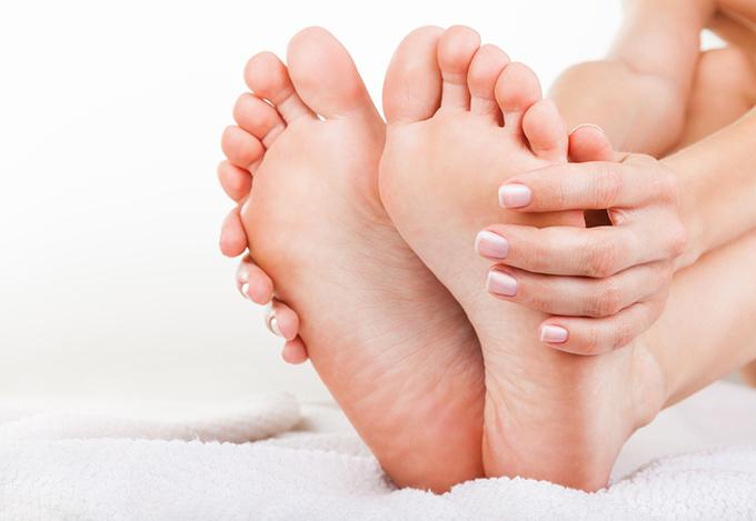 女性の足の裏の画像