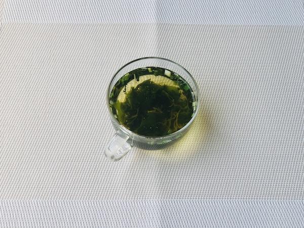 「イタリア風魚醤 アッラ・ガルム」で味つけしたわかめスープ