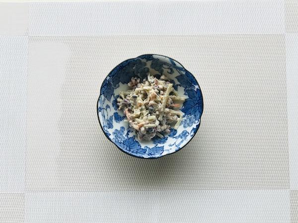 蒸し雑穀を混ぜたごぼうサラダ