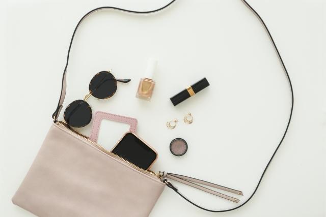 女性のバッグの中身