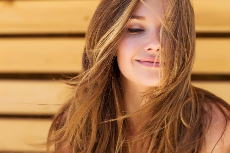 髪のきれいな女性の画像