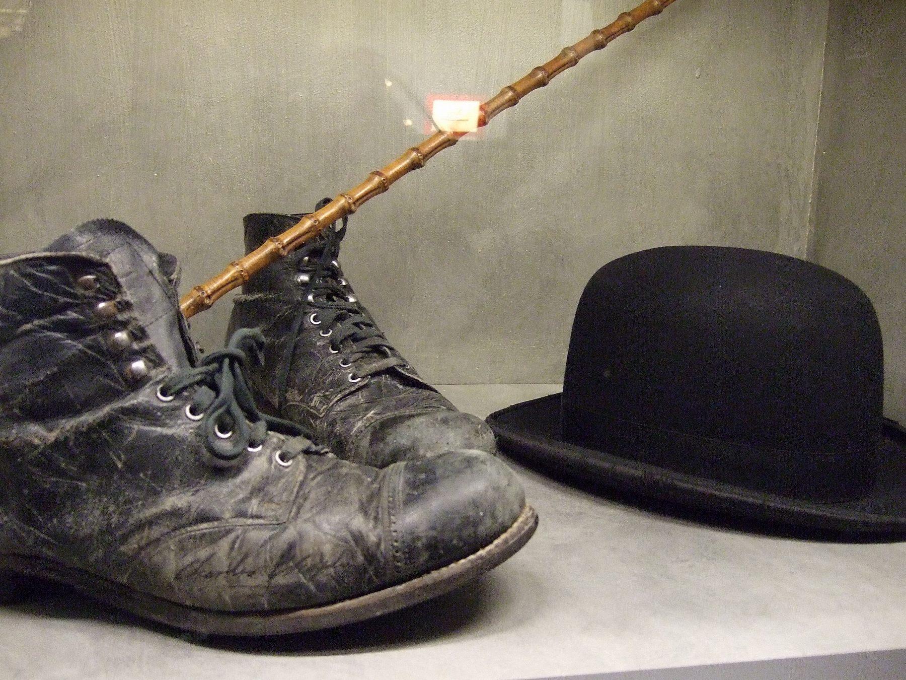 チャップリンのステッキとハット、靴。