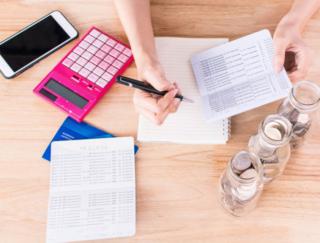 収入と支出を入力するだけ! 面倒な計算がいらない家計簿アプリ「シンプル家計簿」