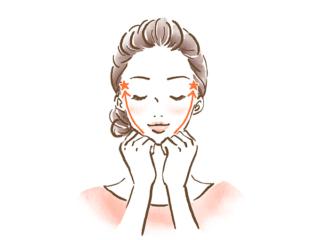 顔をセルフマッサージをする女性の画像