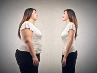 肥満女性とやせ型の女性が向き合っている様子