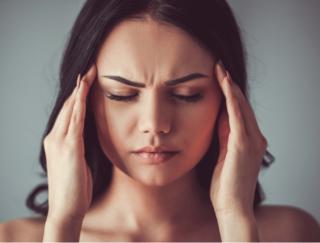 頭痛と腰痛は一緒に来る!? まったく違った症状だけど互いに関連の可能性