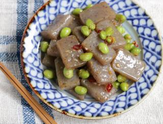 【こんにゃくで腸活!】食物繊維が豊富な「こんにゃくと枝豆のペペロンチーノ炒め」