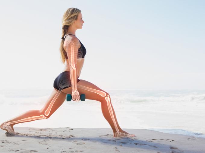 運動する女性と骨の状態