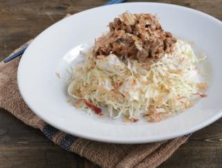 【コンビニ食材で腸活!】ダイエット中にパクパク行ける!「納豆とせん切りキャベツのサラダ」