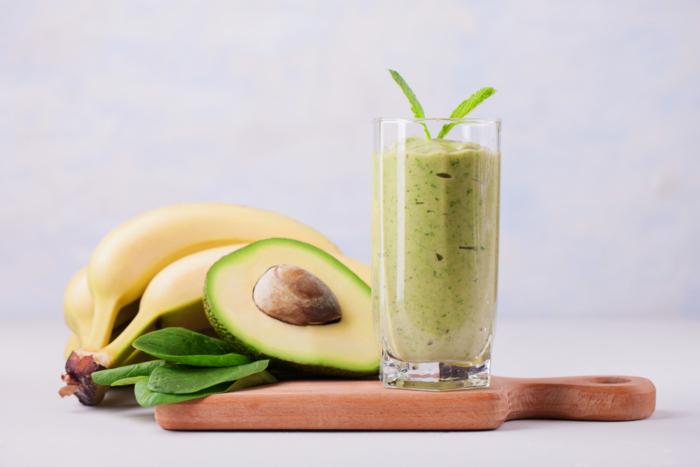 バナナとアボカドのジュースをイメージした画像