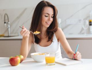 日記感覚で食事をレコーディングするダイエットアプリ「ダイニングノート:簡単な献立日記」