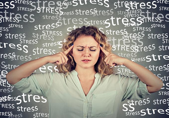 ストレスをためこんでいる女性