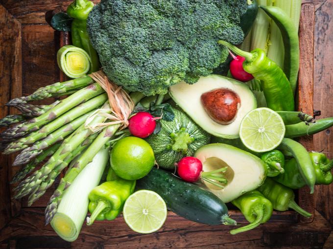アボカドやアスパラガスなどの野菜