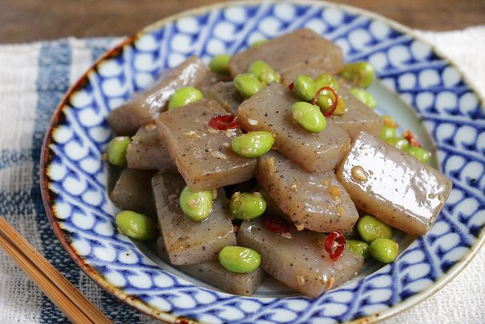 こんにゃくと枝豆のペペロンチーノ炒め
