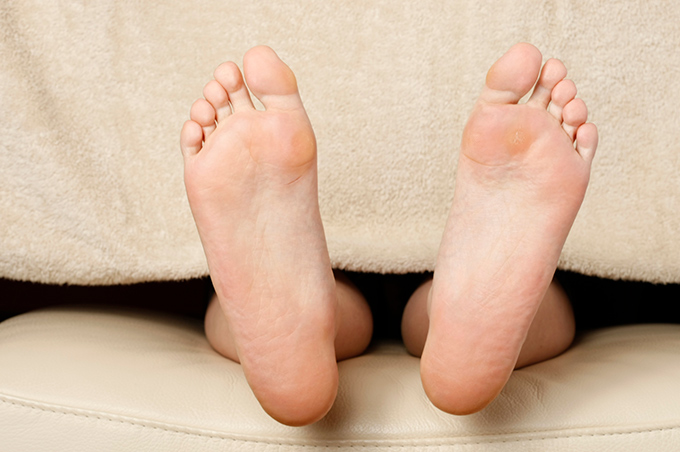 足の形がほっそりした足相の例