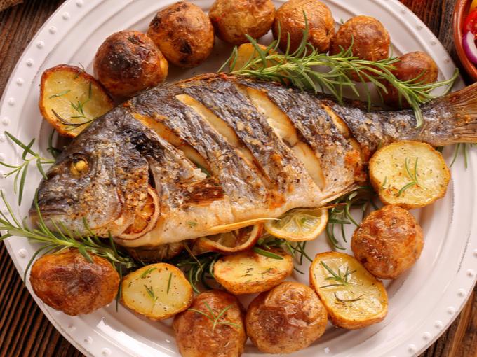 皿にのった魚料理