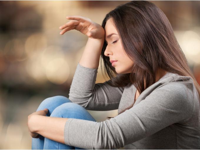 気分が落ち込んだ状態の女性