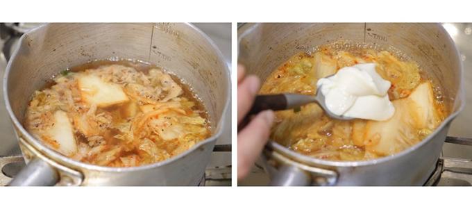 鍋に具材が入って、おぼろ豆腐をすくい入れている画像
