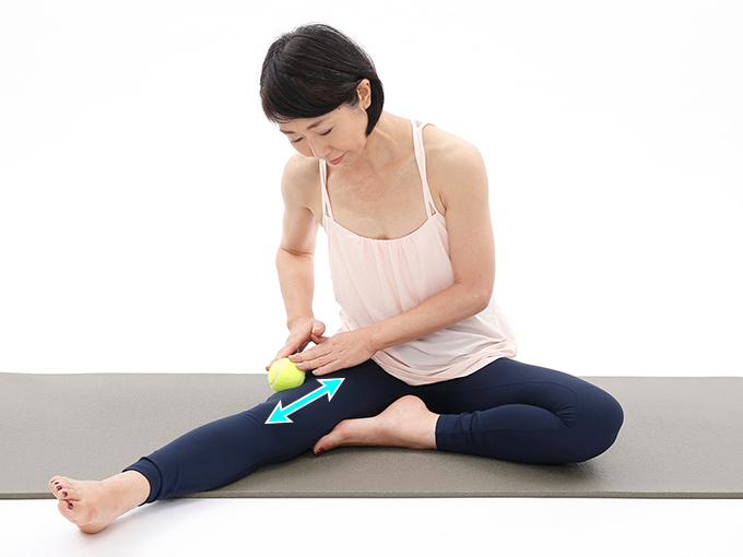 ひざ周りのリリースで、ひざ周りの筋肉を柔軟にする
