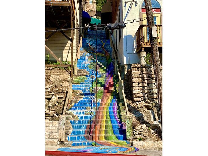 階段にかかれたウォールアート