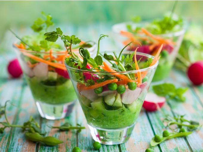 生野菜とグリーンピースのフムスなど