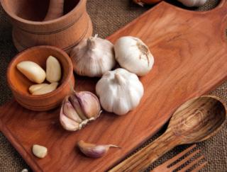 疲労回復&スタミナアップにはこれ! パスタにも使える万能調味料「にんにく麹」の作り方