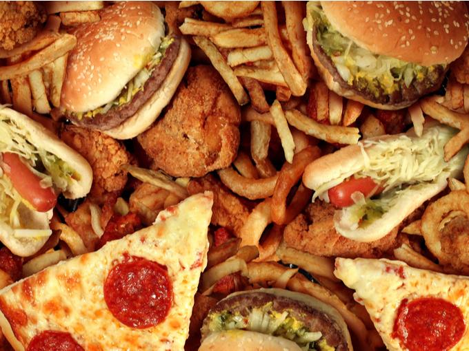 ピザやハンバーガーなどのジャンクフード