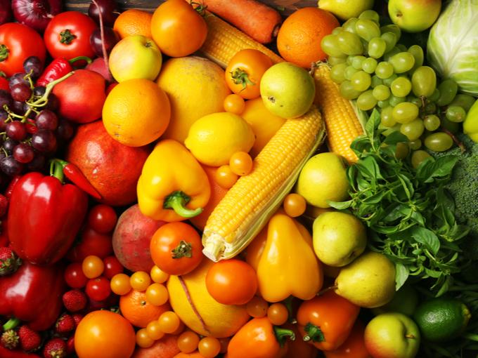 柑橘系フルーツや緑黄色野菜の山