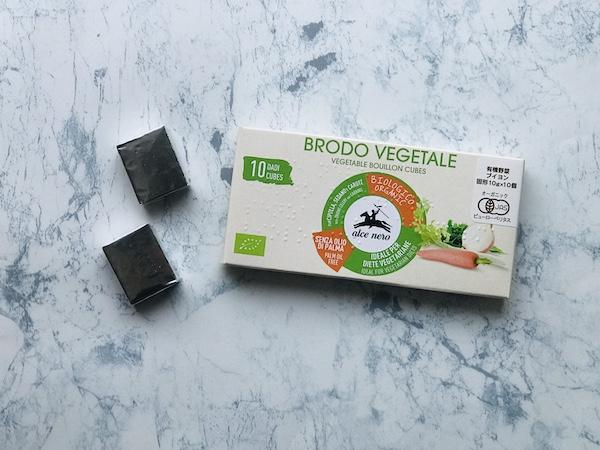 アルチェネロ 有機野菜ブイヨンのパケージと、個別包装されたブイヨン