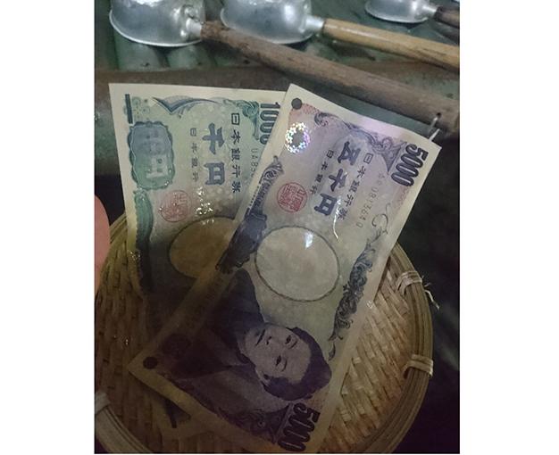 千円札と5千円札の写真