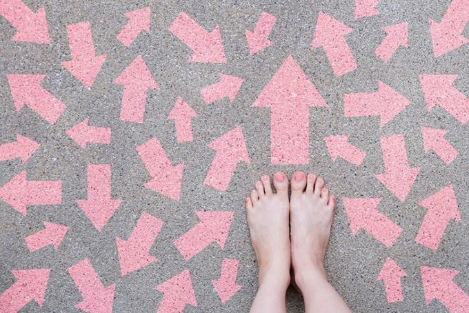 矢印と靴の画像