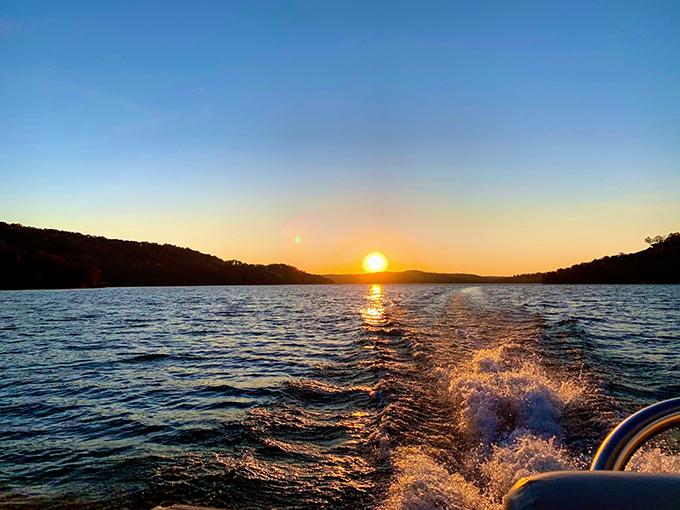 ボートから眺める夕日
