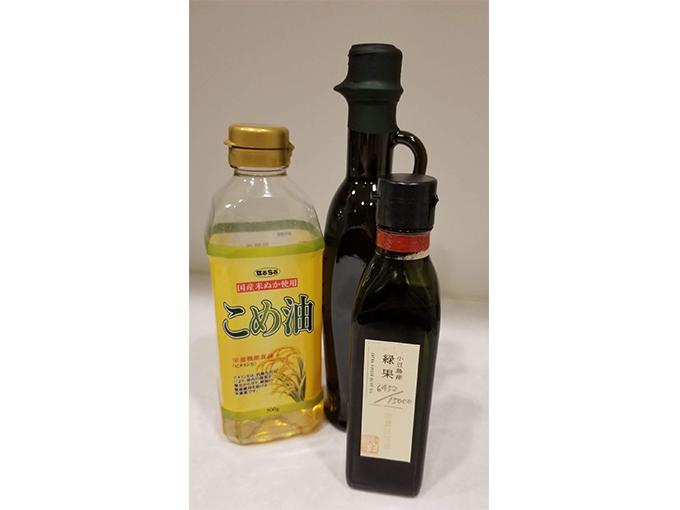 こめ油とオリーブオイルの画像