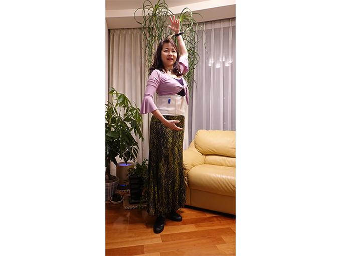 志賀さんのフラメンコ姿でチュアンヌを装着