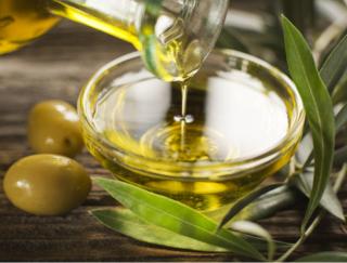 ヘルシーオイルの定番「オリーブオイル」。摂取する人に起こる体の変化とは?
