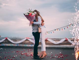 恋をすると心だけでなく、体のなかまで変わる。理由はホルモンの変化にあり