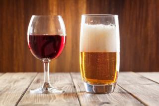 ビールとワインの画像