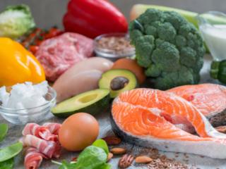 魚や卵、野菜などの食品