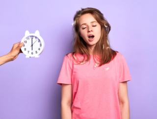 """「眠いけど仕事に行かなきゃ」が太る原因に!? 無視できない""""体内時計のズレ"""""""