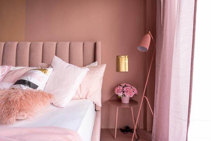 ピンク色の寝室