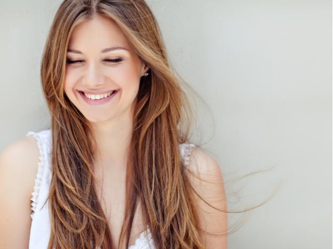 健康で笑顔の女性