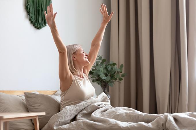 快適な寝具で快眠できた女性のイメージ画像