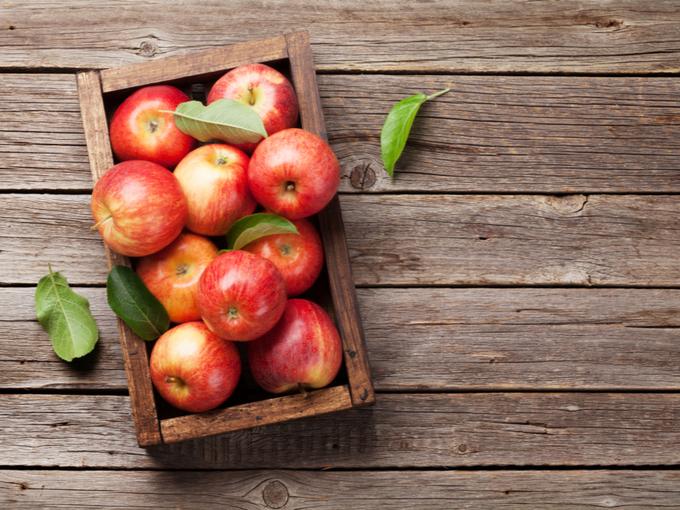 箱に入ったリンゴ