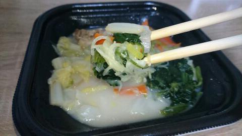 野菜でまんぷく!ほっとあったか 鶏と生姜のスープご飯(もち米入り)