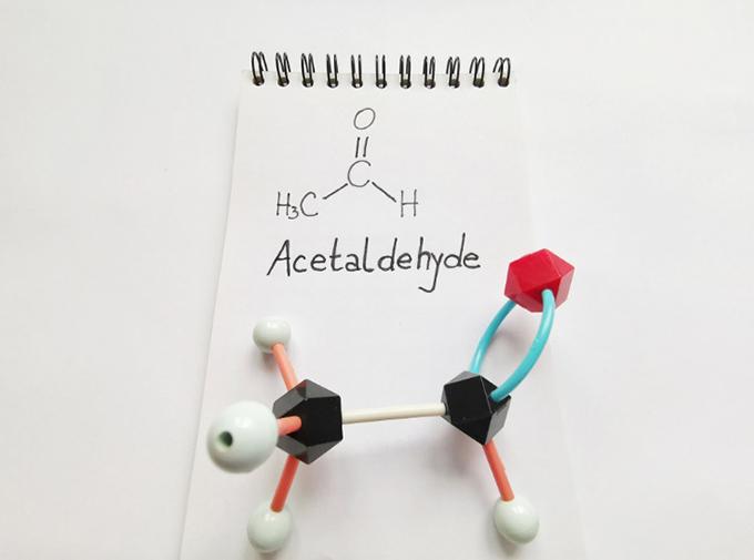 アセトアルデヒドの化学式画像