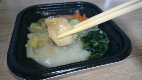野菜でまんぷく!ほっとあったか 鶏と生姜のスープご飯(もち米入り)の鶏肉