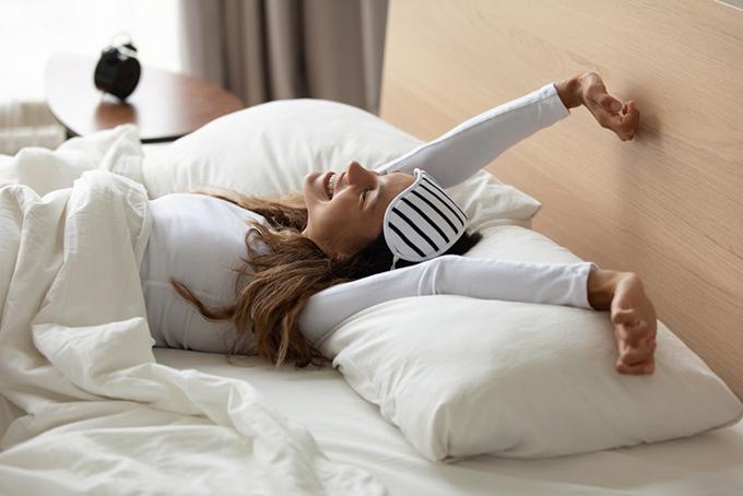 ぐっすり眠って気持ちよく目覚めた女性