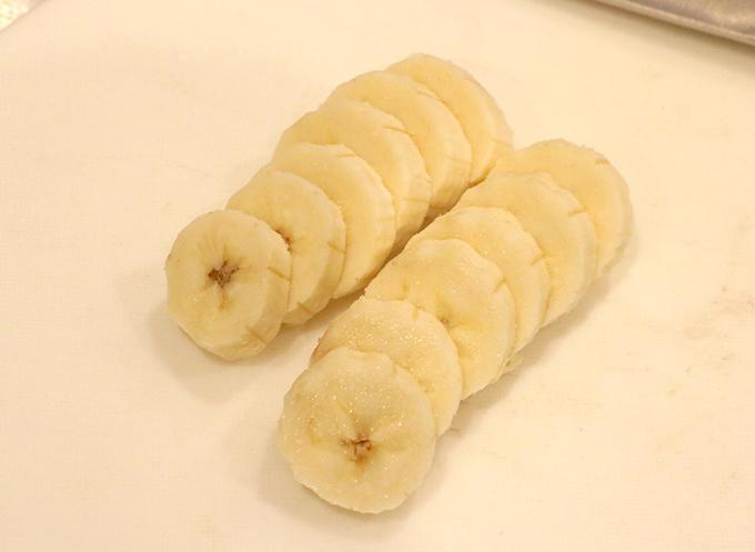 バナナをカットした画像