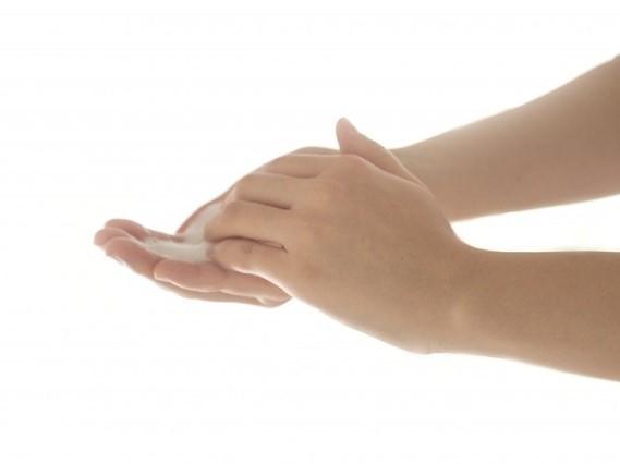 手を洗っている人の手元